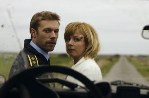 Robert e Ingelise en el thriller Terribly Happy del director danes Henrik Genz